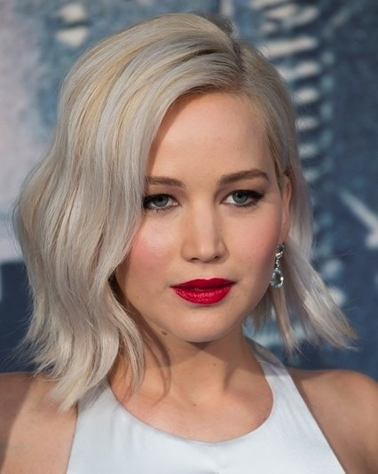 Jennifer Lawrence's Medium Length Blonde Wavy Bob