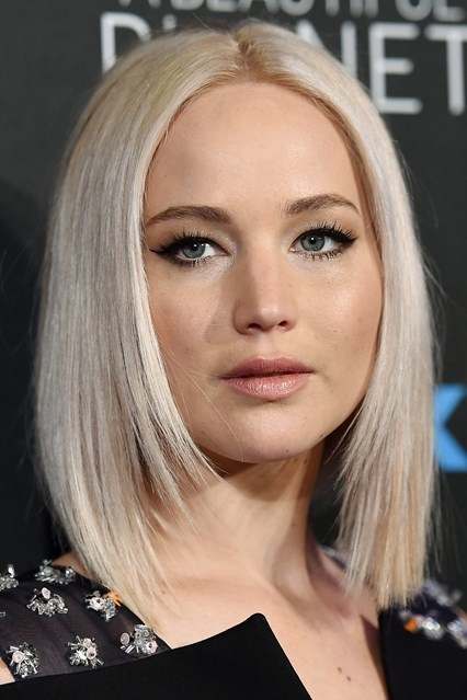 Jennifer Lawrence's Sleek and Straight Blonde Layered Bob