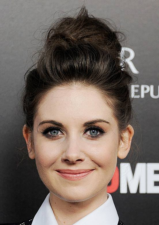 Astonishing Alison Brie39S Messy High Bun Hairstyle Beach Casual Evening Hairstyles For Women Draintrainus