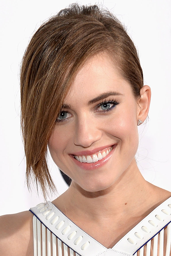 Allison Williams' Simple Sleek Ponytail with Side Bangs Hairstyle