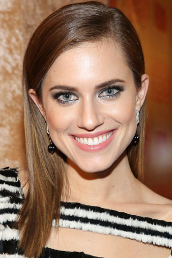 Allison Williams' Posh Straight Long Hairstyle
