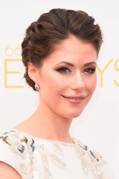 Amanda Crew's Updo At Emmy Awards 2014