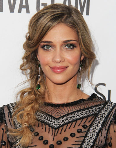 Ana Beatriz Barros' Cute Messy Long Side French Braid Hairstyle