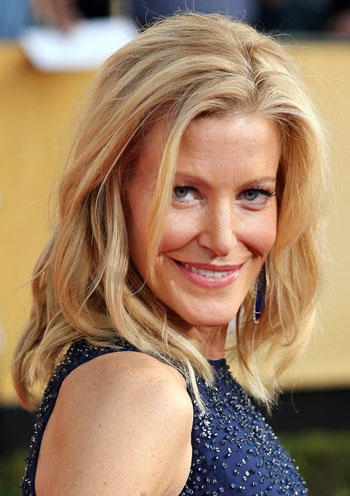 Anna Gunn's Casual Messy Medium Hairstyle at the 2014 SAG Awards