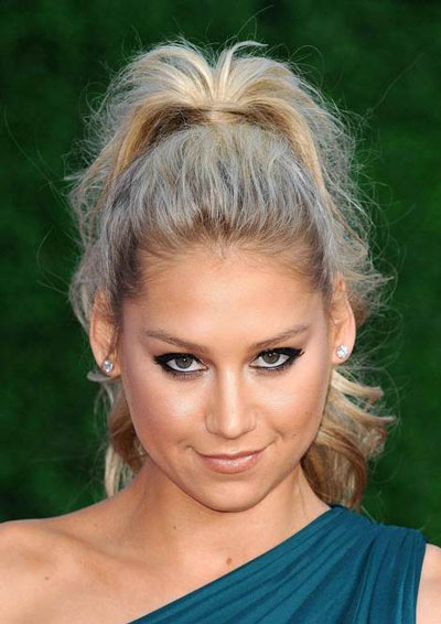 Anna Kournikova's Roughed-Up High Ponytail