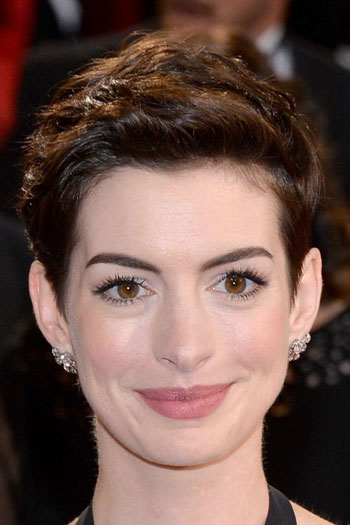 Anne Hathaway's Lovely Wavy Pixie at the 2014 Oscars