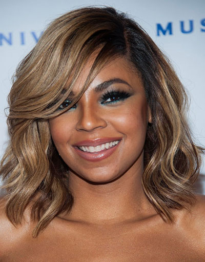 Ashanti's Casual Medium Wavy Hairstyle at the 2014 Grammy Awards