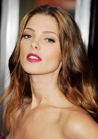 Ashley Greene's Glamorous Middle Part Wavy Hairstyle with Highlights