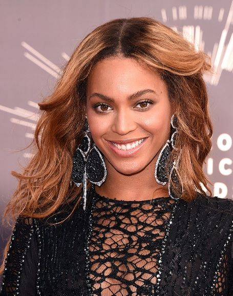Beyonce Knowles' Middle Parted Hairstyle At VMA 2014