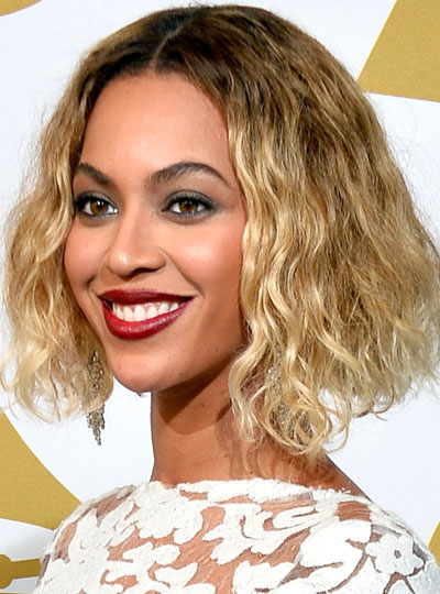 Beyonce's Middle Part Curly Short Hairstyle at the 2014 Grammy Awards