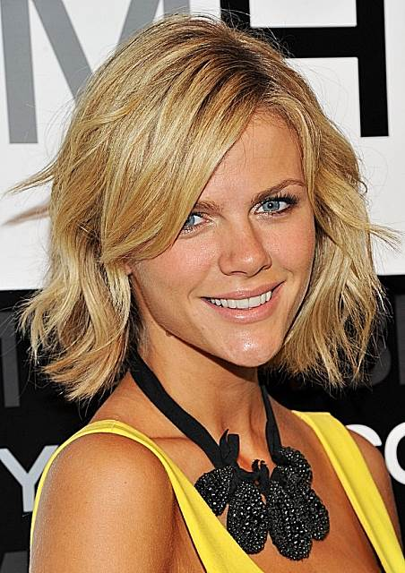 Brooklyn Decker's Stylish Blonde Wavy Bob Hairstyle