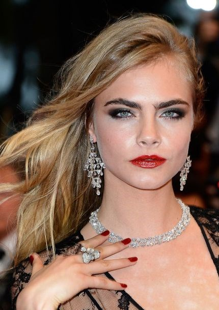 Cara Delevingne's Super Sexy Side-Swept Wavy Hairstyle