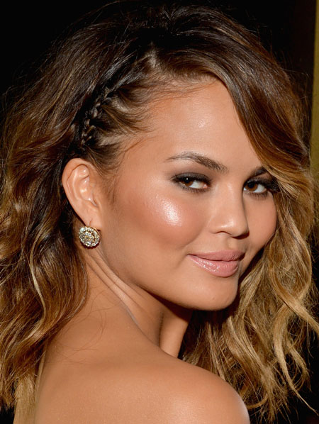 Chrissy Teigen's Hot Messy Medium Hairstyle at the 2014 Grammy Awards