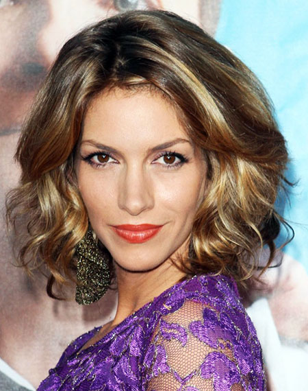 Dawn Olivieri Glamorous Medium Curly Side Part Hairstyle