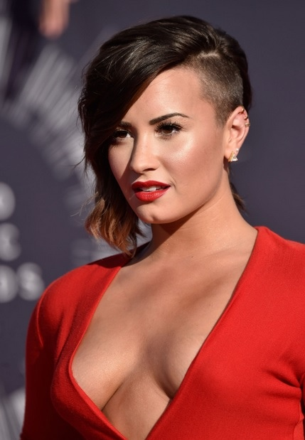 Demi Lovato's Side Undercut Hairstyle At VMA 2014