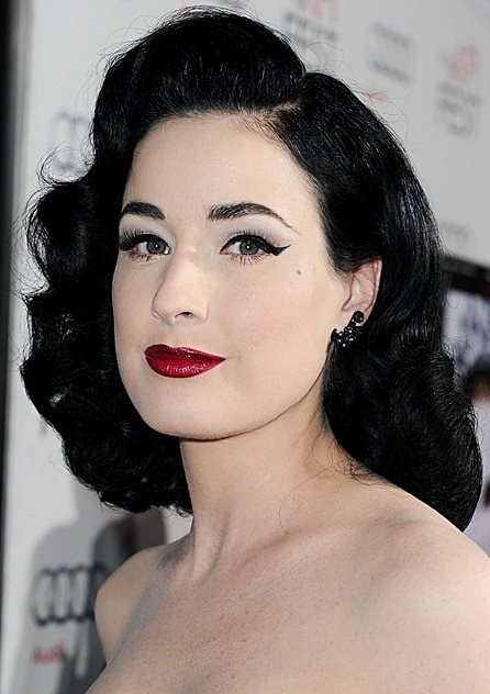 Dita Von Teese S Pin Curls Hairstyle Prom Wedding