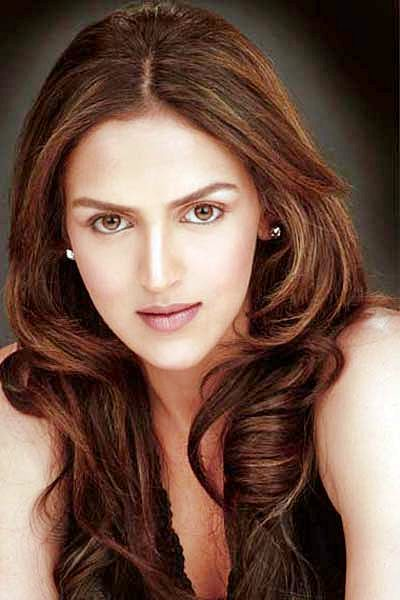 Esha Deol's Versatile Middle Part Curly Hairstyle
