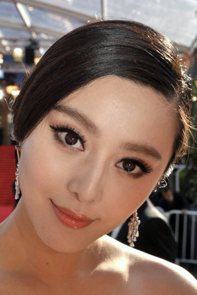 Fan Bingbing's Sophisticated Chignon with Side Part