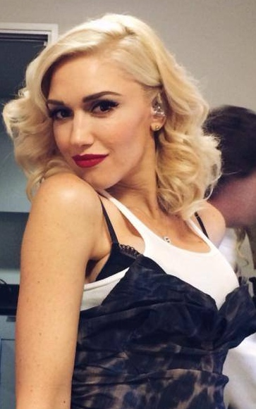 Gwen Stefani's Curly Vintage Style At Hollywood Bowl 2014