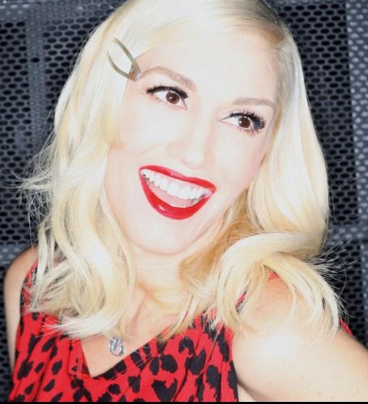 Gwen Stefani's Side Swept Wavy Hairstyle