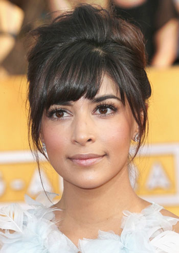 Hannah Simone's Modern Messy Bouffant Updo at the 2014 SAG Awards