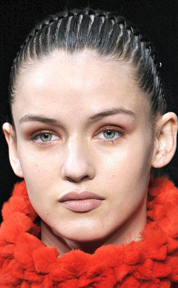 Raked Ponytail Hairstyle at Helmut Lang Fall/Winter 2014 Fashion Show