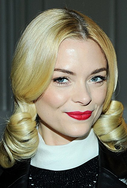 Jaime King's Glamorous Vintage Middle Part Big Curls Hairstyle
