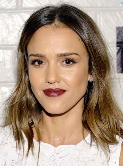 Jessica Alba's Chic Modern Wavy Medium Hairstyle