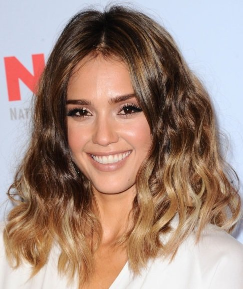 Jessica Alba's Ombre Beach Waves