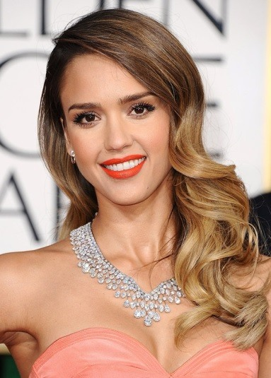 Jessica Alba's Side Parted Long Curly Hairstyle
