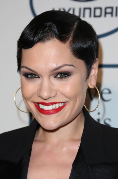 Jessie J S Finger Wave Short Hairstyle At The 2014 Grammy