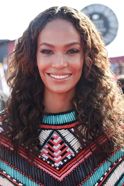 Joan Smalls' Curly Hairstyle At VMA 2014