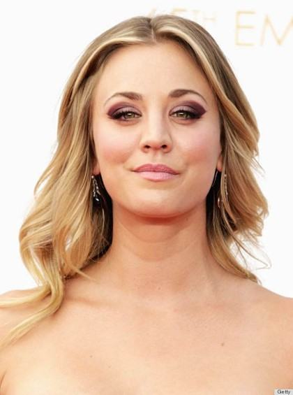Kaley Cuoco's Sexy Blonde Wavy Hairstyle at the 2013 Primetime Emmy Awards