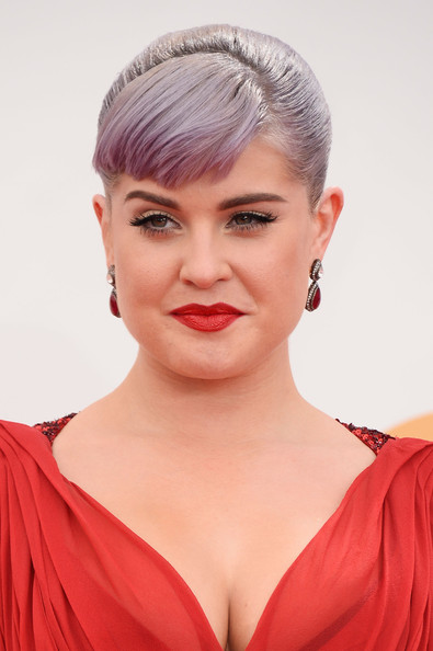 Kelly Osbourne's Elegant Bun with Side Bangs Hairstyle at the 2013 Primetime Emmy Awards