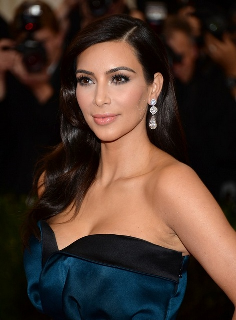 Kim Kardashian's Wavy Side Parted Hairstyle At Met Ball 2014