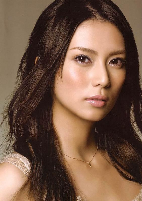 Kô Shibasaki's Sexy Tousled Wavy Hairstyle