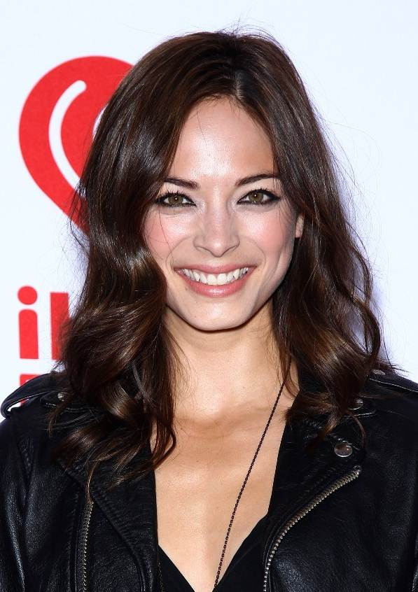 Kristin Kreuk's Versatile Big Curls With Side Part Hairstyle