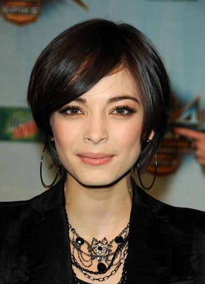 Kristin Kreuk S Layered Short Hairstyle Casual Evening