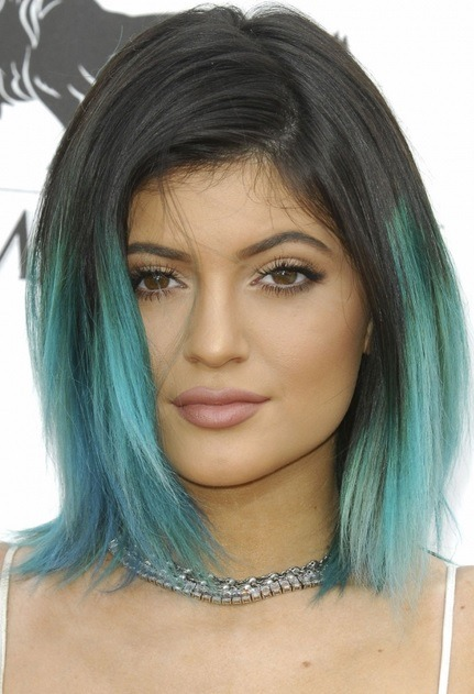 Kylie Jenner's Turquoise Dip Bob At Billboard Awards 2014