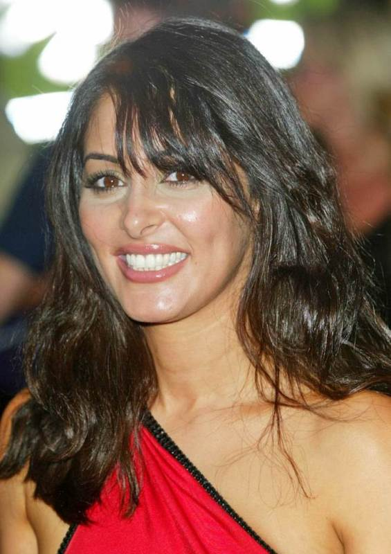 Laila Rouass' Sexy Medium Wavy Hairstyle