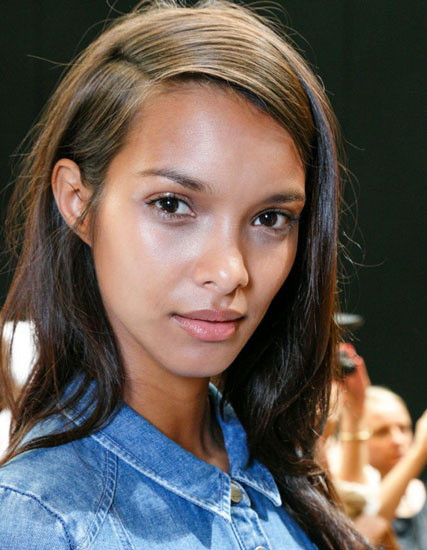 Lais Ribeiro's Fierce Straight Long Hairstyle with Deep Side Part