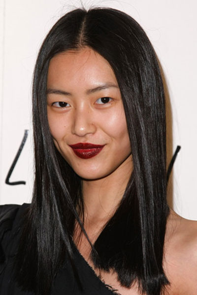 Liu Wen's Sophisticated Middle Part Sleek and Straight Hairstyle