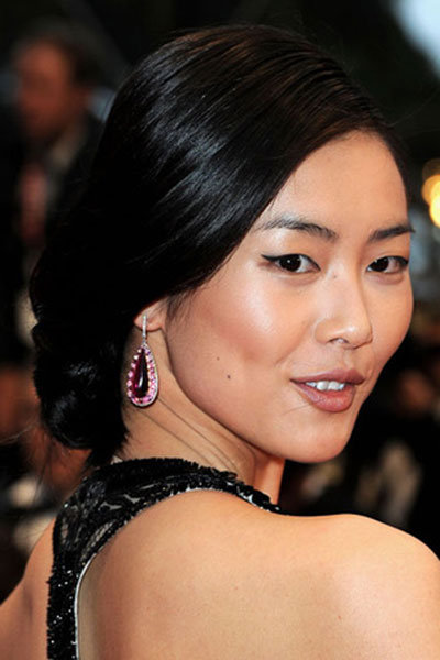 Liu Wen's Elegant Low Chignon Hairstyle