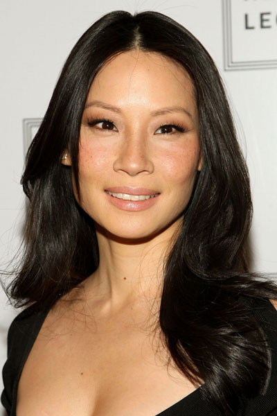Lucy Liu's Middle Part Long Wavy Hairstyle