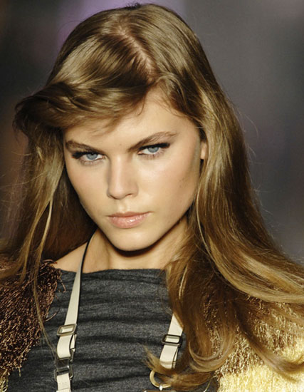 Maryna Linchuk's Retro Long Straight Hairstyle with Flipped Bangs