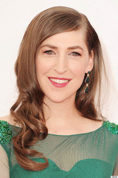 Mayim Bialik's Sexy Side-Swept Hairstyle at the 2013 Primetime Emmy Awards