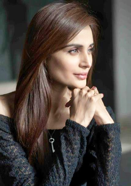 Mehreen Syed's Simple and Elegant Long Straight Hairstyle