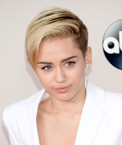 Miley Cyrus' Cool Undercut Short Hair at the 2013 American Music Awards