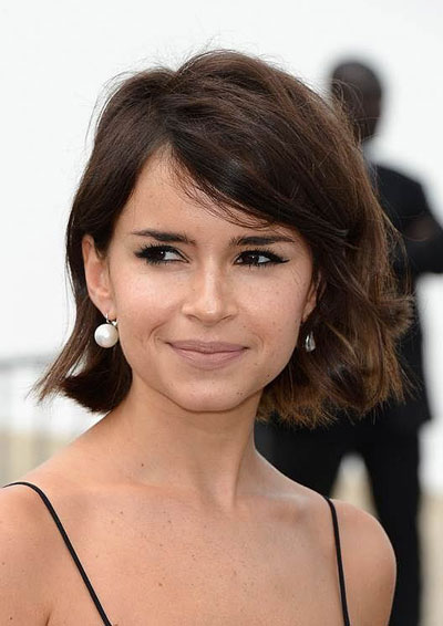 Miroslava Duma's Chic Wavy Bob Hairstyle with Side Bangs