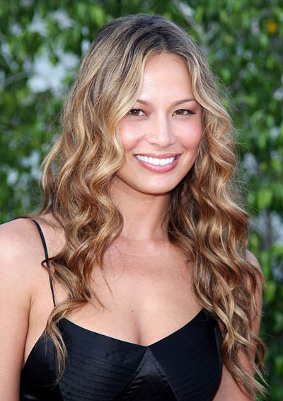 Moon Bloodgood's Sexy Beach Waves Hairstyle